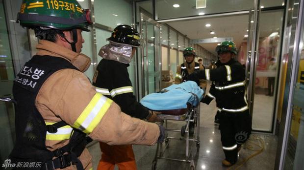 Tai nạn thương tâm nhất lịch sử Kpop: Sập nắp thông gió ngay trong tiết mục của 4MINUTE, 16 người thiệt mạng - Ảnh 3.