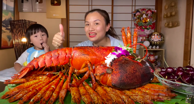 Quỳnh Trần JP chính thức cán mốc 1 tỷ views trên YouTube, màn ăn mừng với tôm hùm khổng lồ gây choáng! - Ảnh 6.