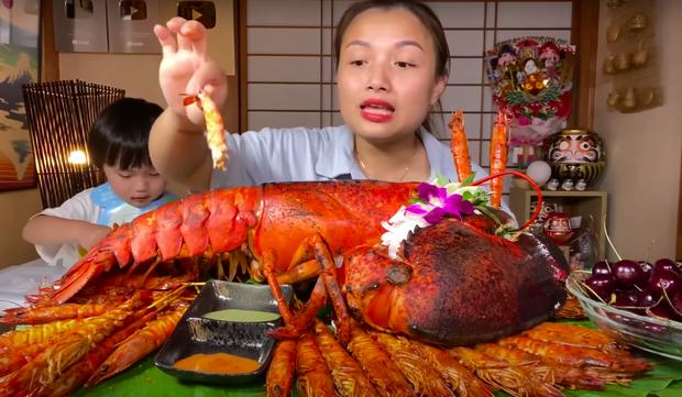 Quỳnh Trần JP chính thức cán mốc 1 tỷ views trên YouTube, màn ăn mừng với tôm hùm khổng lồ gây choáng! - Ảnh 5.