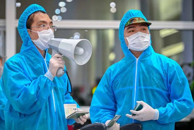 Thêm 4 ca mắc Covid-19 mới: 1 nhân viên xe buýt ở Hà Nội và 3 bệnh nhân là F1 ở Quảng Nam - Ảnh 1.