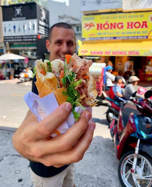 Một blogger ẩm thực New Zealand chia sẻ những món ăn ở TP.HCM khiến cô bị hạ gục - Ảnh 1.