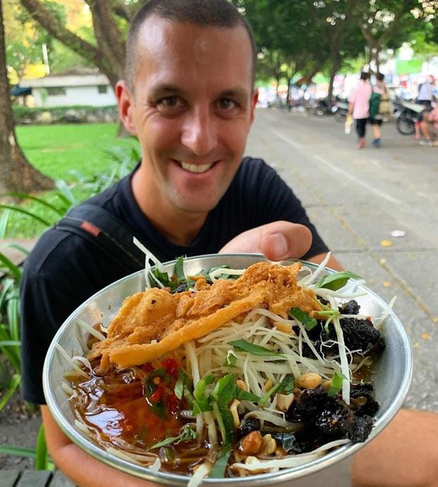 Một blogger ẩm thực New Zealand chia sẻ những món ăn ở TP.HCM khiến cô bị hạ gục - Ảnh 3.