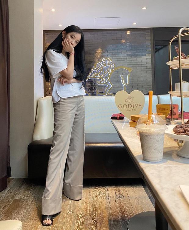 Ngắm outfit của sao Hàn, bạn học được khối tuyệt kỹ mix&match cực hay để có set đồ xinh bất bại - Ảnh 13.