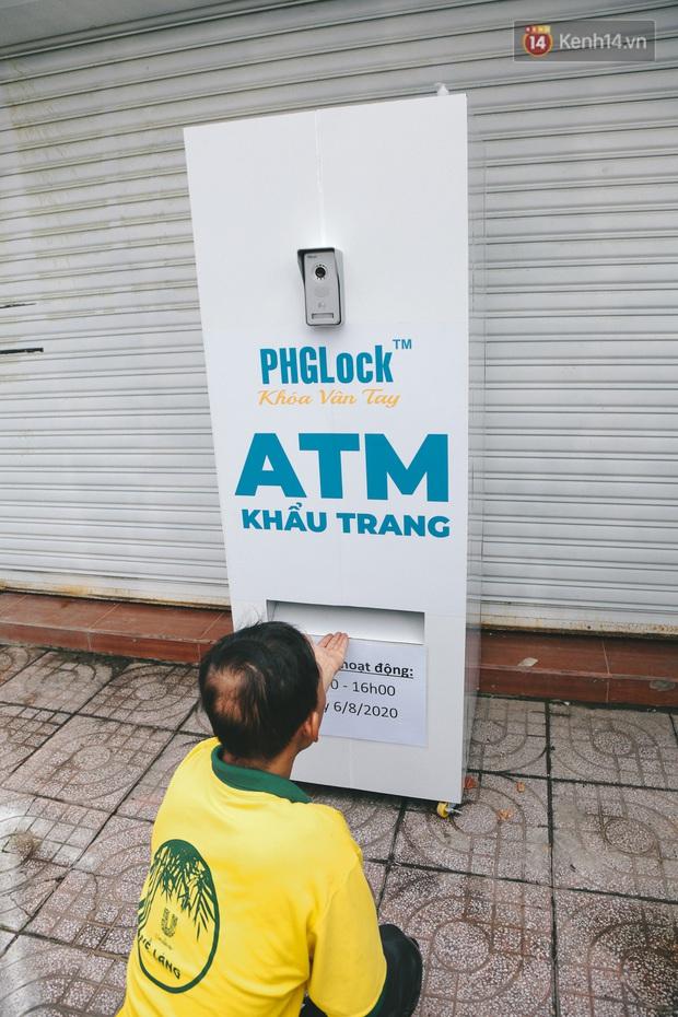 Cha đẻ ATM gạo lần đầu cho ra đời ATM khẩu trang miễn phí cho bà con Sài Gòn phòng dịch Covid-19 - Ảnh 7.