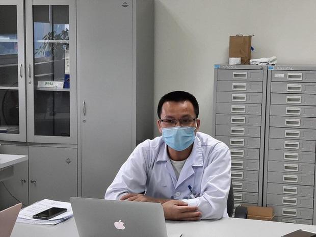 Bệnh nhân khỏi bệnh COVID-19 tình nguyện hiến huyết tương để cứu bệnh nhân nặng - Ảnh 1.
