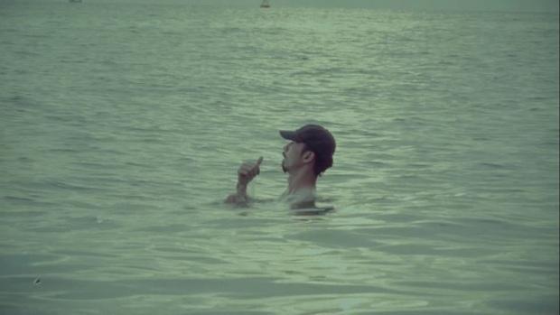 Đen Vâu ra MV có đúng 1 cảnh ngồi rap trong chiếc trực thăng đang bay trên trời, nghe đến cuối còn thấy cả cameo Tăng Thanh Hà - Ảnh 6.