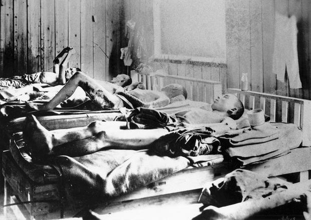 Những hình ảnh hiếm hoi về vụ ném bom nguyên tử xuống Hiroshima và Nagasaki của Nhật Bản, 75 năm vẫn vẹn nguyên nỗi ám ảnh khôn nguôi - Ảnh 12.