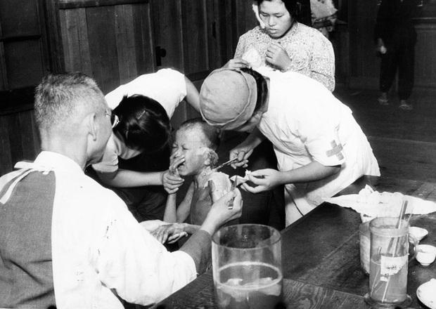 Những hình ảnh hiếm hoi về vụ ném bom nguyên tử xuống Hiroshima và Nagasaki của Nhật Bản, 75 năm vẫn vẹn nguyên nỗi ám ảnh khôn nguôi - Ảnh 20.