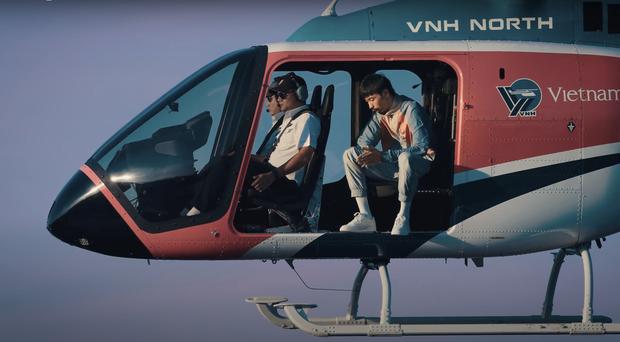 Đen Vâu ra MV có đúng 1 cảnh ngồi rap trong chiếc trực thăng đang bay trên trời, nghe đến cuối còn thấy cả cameo Tăng Thanh Hà - Ảnh 8.