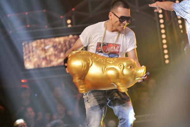 Lộ diện trong line-up thí sinh tập 2 Rap Việt, Tage (Lớp 13) khiến fan đổ rầm với vẻ ngoài cực phẩm - Ảnh 8.