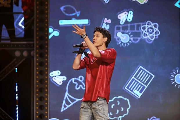 Lộ diện trong line-up thí sinh tập 2 Rap Việt, Tage (Lớp 13) khiến fan đổ rầm với vẻ ngoài cực phẩm - Ảnh 1.