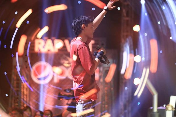Lộ diện trong line-up thí sinh tập 2 Rap Việt, Tage (Lớp 13) khiến fan đổ rầm với vẻ ngoài cực phẩm - Ảnh 2.