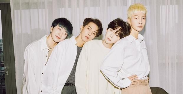 YG lại ghi sai ngày debut biến WINNER thành hậu bối của BLACKPINK, fan tức giận: Tìm mù mắt cũng không ra điểm tốt đẹp gì của công ty - Ảnh 1.