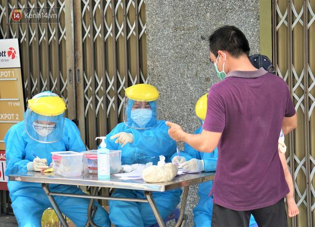 Bệnh nhân 687 dự họp khóa tại trường và ăn trưa tại khách sạn có khoảng 300 người - Ảnh 1.
