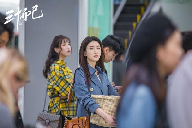 Vương Mạn Ni nói hộ nỗi lòng các cô gái xa nhà vạn dặm để lập nghiệp: Người ta cố 1 mình phải cố 10, khái niệm ổn định thật mong manh - Ảnh 1.