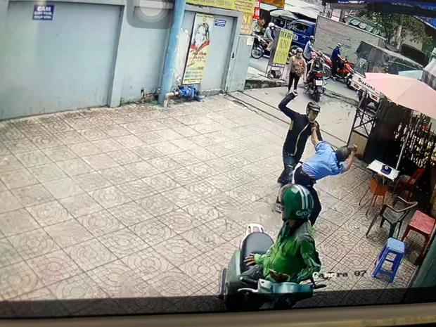 Thanh niên dùng hung khí truy sát khiến bảo vệ chung cư nhập viện ở Sài Gòn - Ảnh 3.