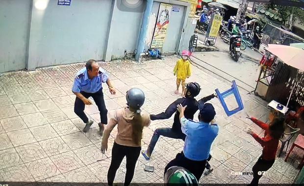 Thanh niên dùng hung khí truy sát khiến bảo vệ chung cư nhập viện ở Sài Gòn - Ảnh 2.