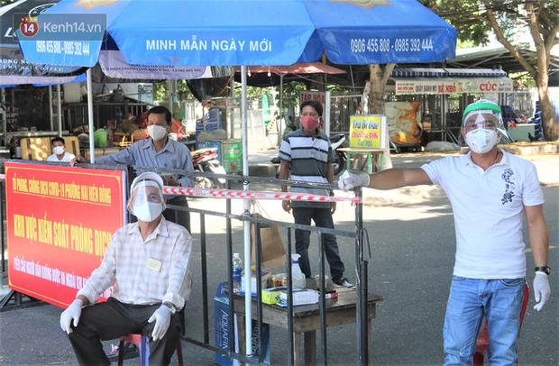 Đà Nẵng siết chặt công tác chống dịch tại các khu chung cư - Ảnh 1.