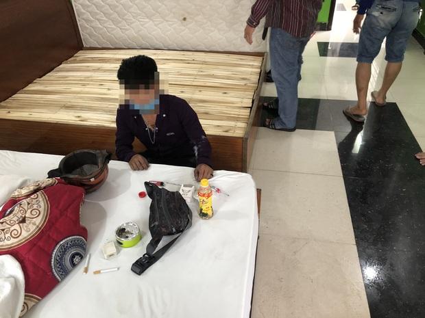 Phát hiện nhóm dân chơi thác loạn ma tuý trong khách sạn ở Sài Gòn - Ảnh 3.