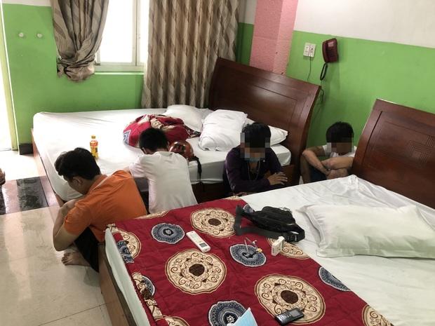 Phát hiện nhóm dân chơi thác loạn ma tuý trong khách sạn ở Sài Gòn - Ảnh 2.