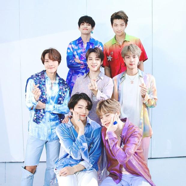 Tranh cãi BXH 25 sao Hàn hot nhất Weibo: EXO bất ngờ lấn lướt hẳn BTS, IU thắng thế BLACKPINK lẫn dàn sao nổi tiếng - Ảnh 13.