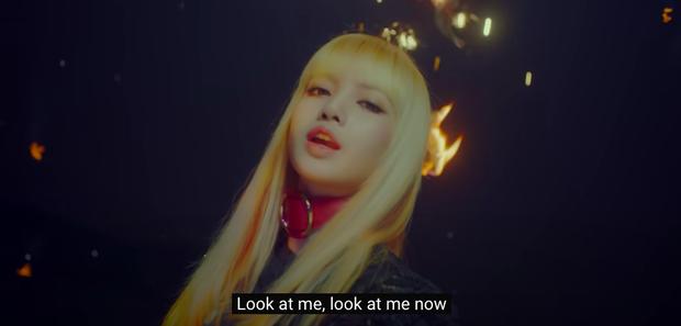 Khổ thân BLACKPINK: Ngồi không cũng bị nhóm nam đàn em cùng nhà đá xéo trong MV debut, tình chị em có chắc bền lâu? - Ảnh 2.