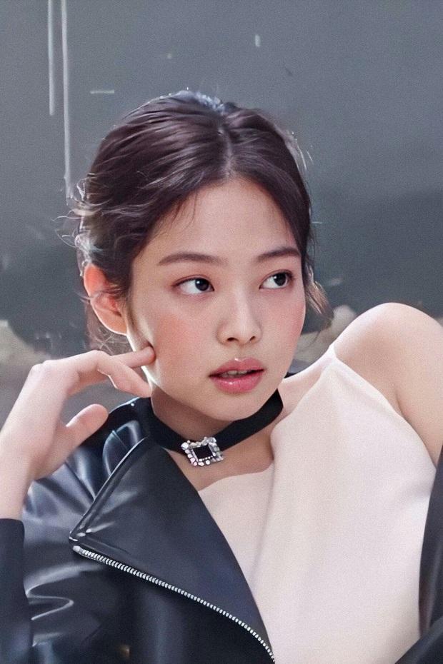 Tranh cãi BXH 25 sao Hàn hot nhất Weibo: EXO bất ngờ lấn lướt hẳn BTS, IU thắng thế BLACKPINK lẫn dàn sao nổi tiếng - Ảnh 14.