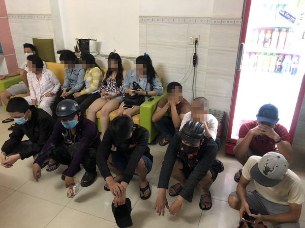Phát hiện nhóm dân chơi thác loạn ma tuý trong khách sạn ở Sài Gòn - Ảnh 1.