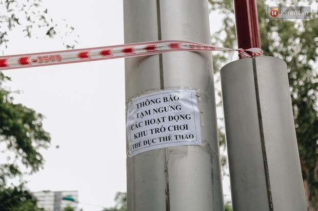 Người lớn vẫn để trẻ em vào khu vui chơi tại công viên ở Sài Gòn dù đã có thông báo tạm dừng hoạt động để phòng dịch Covid-19 - Ảnh 2.