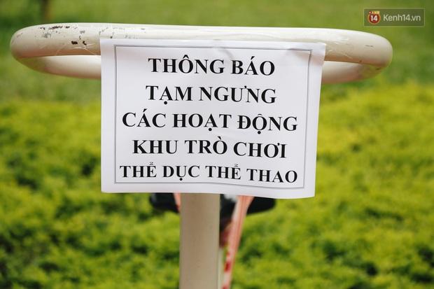 Người lớn vẫn để trẻ em vào khu vui chơi tại công viên ở Sài Gòn dù đã có thông báo tạm dừng hoạt động để phòng dịch Covid-19 - Ảnh 12.