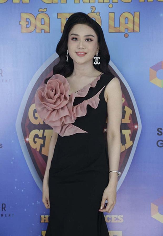 Nhan sắc thật của Lâm Khánh Chi lộ rõ trên sóng truyền hình: Dụi mắt 3 lần vẫn chưa tìm ra điểm chung! - Ảnh 2.