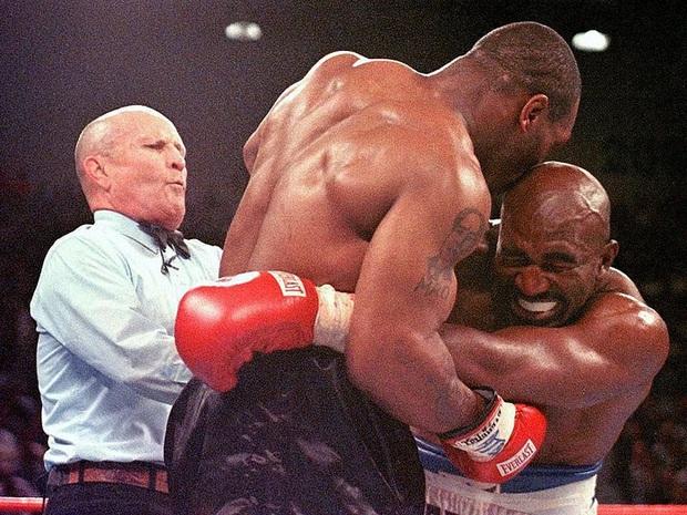 Sợ bị cắn, Roy Jones tính mua bảo hiểm tai trước trận đại chiến với Mike Tyson - Ảnh 1.