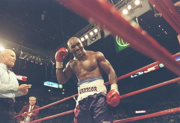 Sợ bị cắn, Roy Jones tính mua bảo hiểm tai trước trận đại chiến với Mike Tyson - Ảnh 2.