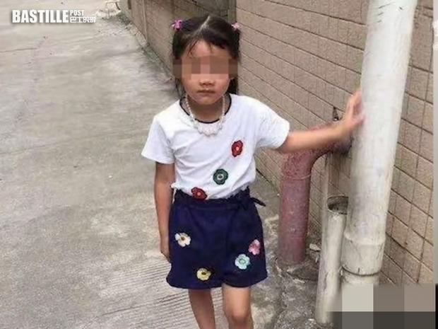 Bé gái 7 tuổi xin đi chơi nhưng không về, 2 ngày sau gia đình tìm được con dưới lớp đất lạnh lẽo tại vườn nhà hàng xóm - Ảnh 1.
