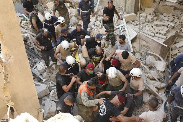Vụ nổ cực lớn ở Lebanon: Công nhân cảng bị thổi bay xuống biển sống sót kì diệu - Ảnh 2.