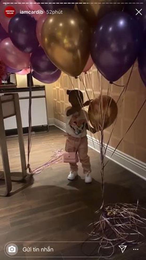 Kylie Jenner xẻ ngực táo bạo trong MV ngồn ngộn của Cardi B: Bức thở gò bồng đảo, ảnh phía sau còn choáng hơn - Ảnh 6.