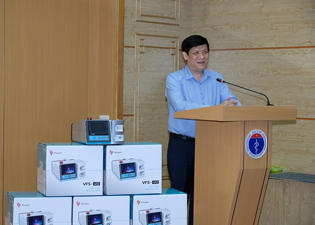 Bộ Y tế tiếp nhận 3.200 máy thở của Tập đoàn Vingroup phục vụ chống dịch COVID-19 - Ảnh 2.