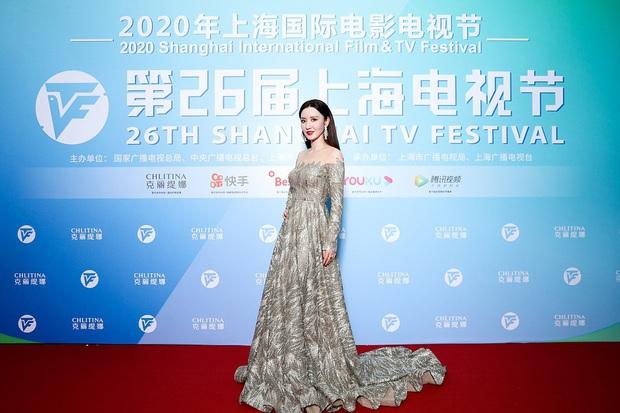 Thảm đỏ Bạch Ngọc Lan: Lưu Đào chặt chém bên Hoa hậu Hoàn vũ, Tôn Lệ đọ sắc bên dàn chị đẹp quyền lực Cbiz - Ảnh 10.