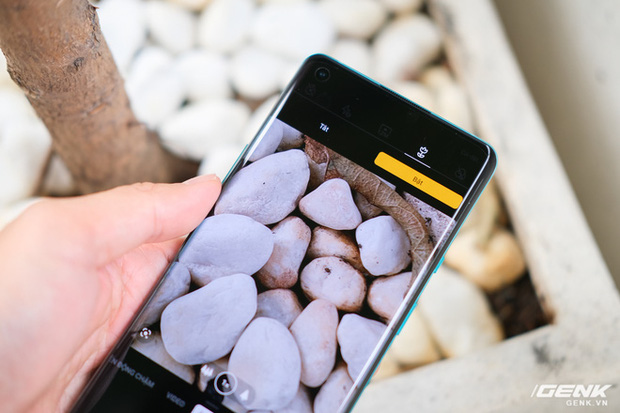 Cận cảnh OnePlus 8 Pro: Thiết kế đẹp, trang bị Snapdragon 865, màn hình 120 Hz chạy cùng độ phân giải QHD+, camera có filter Photochrom rất hay - Ảnh 13.