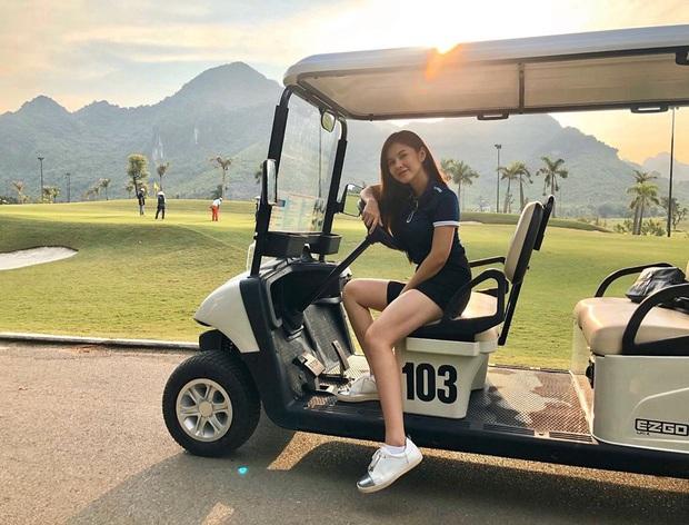 Style chơi golf của sao Việt: Hương Giang đơn giản nhất hội dù vướng nghi án hẹn hò, Quỳnh Nga diện váy ngắn xẻ cao tít tắp - Ảnh 17.