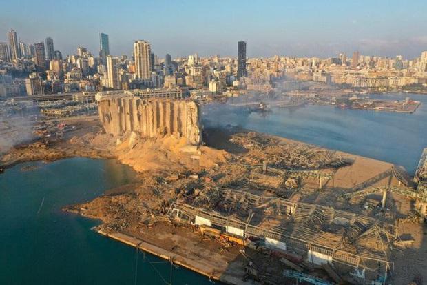 Vụ nổ cực lớn ở Lebanon: Công nhân cảng bị thổi bay xuống biển sống sót kì diệu - Ảnh 3.