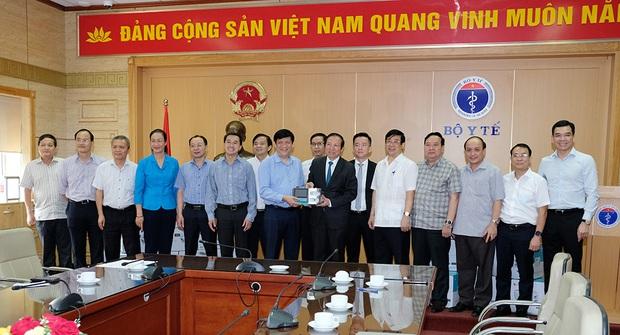 Bộ Y tế tiếp nhận 3.200 máy thở của Tập đoàn Vingroup phục vụ chống dịch COVID-19 - Ảnh 4.