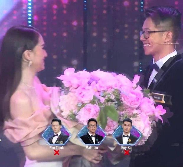 Đúng như tin đồn, Hương Giang chính thức trao hoa cho CEO Matt Liu ở Người ấy là ai! - Ảnh 3.
