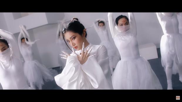 Nữ ca sĩ Orange hóa thân thành nàng yêu tộc ảo diệu, ma mị trong Perfect World VNG - Ảnh 6.