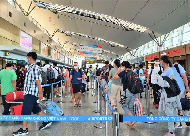 Gần 1.700 du khách đăng ký rời Đà Nẵng - Ảnh 1.