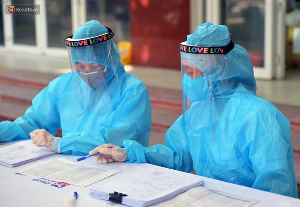 Ảnh: Hà Nội bắt đầu xét nghiệm PCR đối với người trở về từ Đà Nẵng - Ảnh 2.