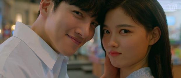 Mang tiếng phim 18+, Ji Chang Wook - Kim Yoo Jung chỉ hôn đúng 2 lần trong suốt 16 tập Backstreet Rookie - Ảnh 3.