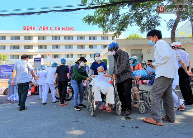 Tâm thư lúc 0 giờ của Giám đốc Bệnh viện C Đà Nẵng khi được dỡ lệnh phong tỏa khiến nhiều người xúc động - Ảnh 4.