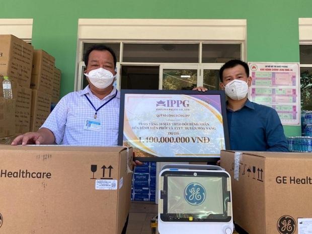 Tỷ phú Johnathan Hạnh Nguyễn tặng 10 máy theo dõi bệnh nhân trị giá 1,4 tỷ hỗ trợ Đà Nẵng chống dịch - Ảnh 3.
