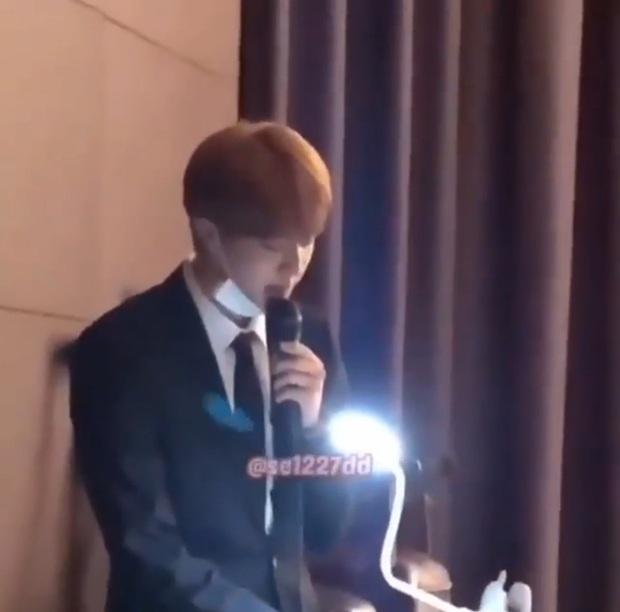 Đám cưới hot nhất hôm nay: Dàn idol toàn cầu BTS đổ bộ, Jin chiếm trọn spotlight khi làm phù rể cho anh trai ruột - Ảnh 3.